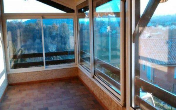 Como o Fechamento de Sacada Pode Ampliar a Sala da Sua Casa ou Apartamento